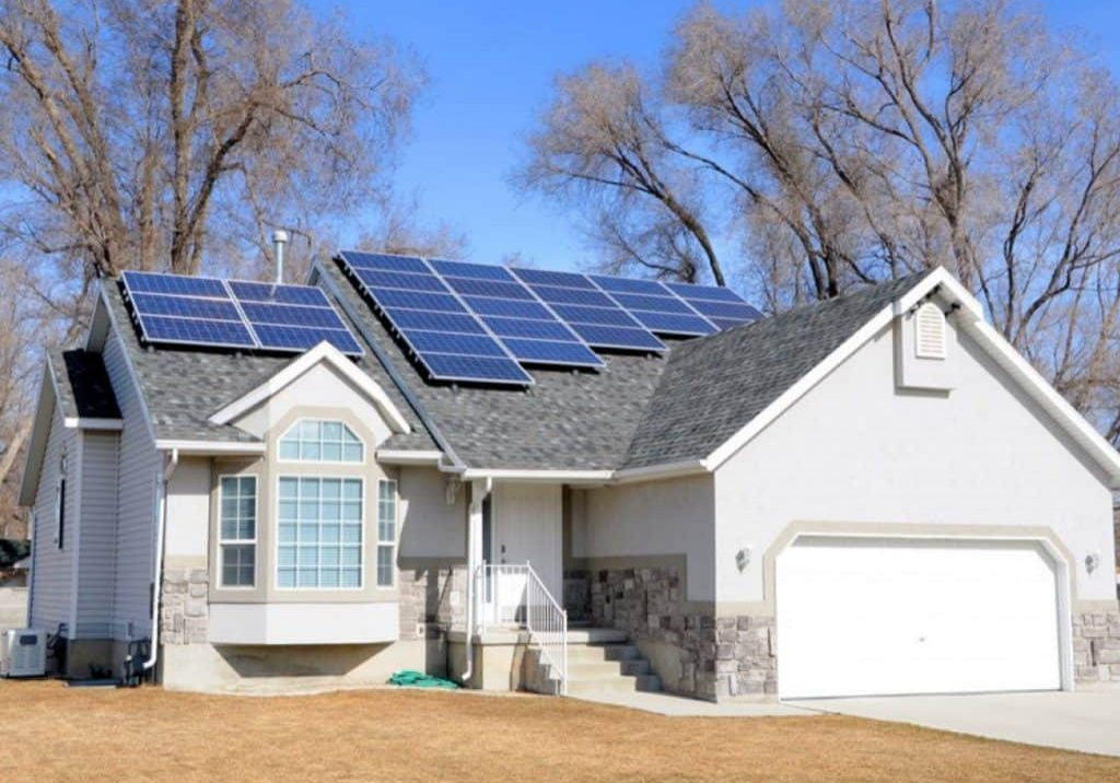 solar home canstockphoto8682527